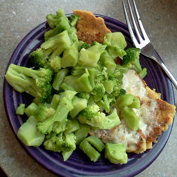 I jazzed up last night's pizza with a pile of broccoli.  Yeah, there's pizza under there somewhere.