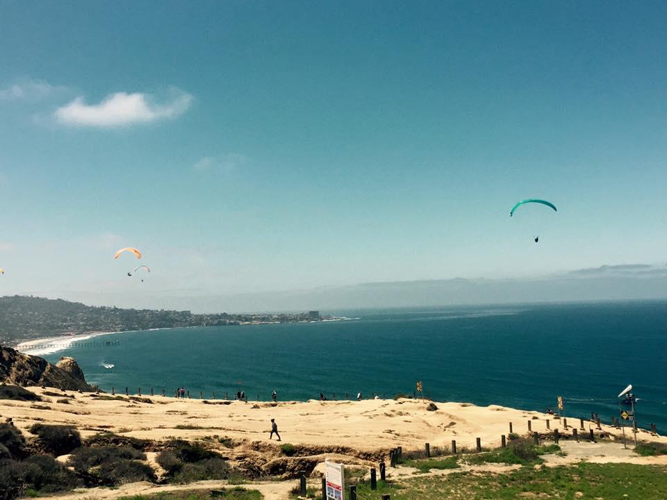 Black's Beach hang gliders