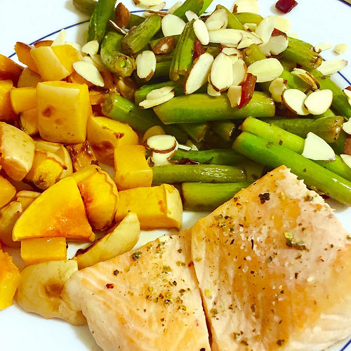 Broiled salmon with butternut and green beans