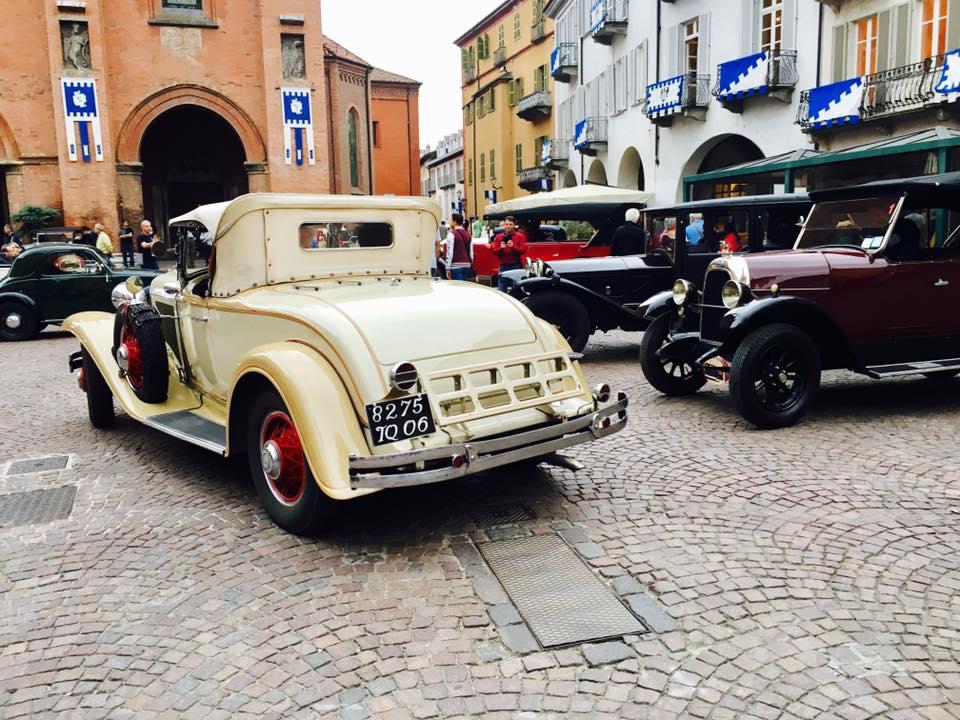 Random classic car show in Piazza Duomo