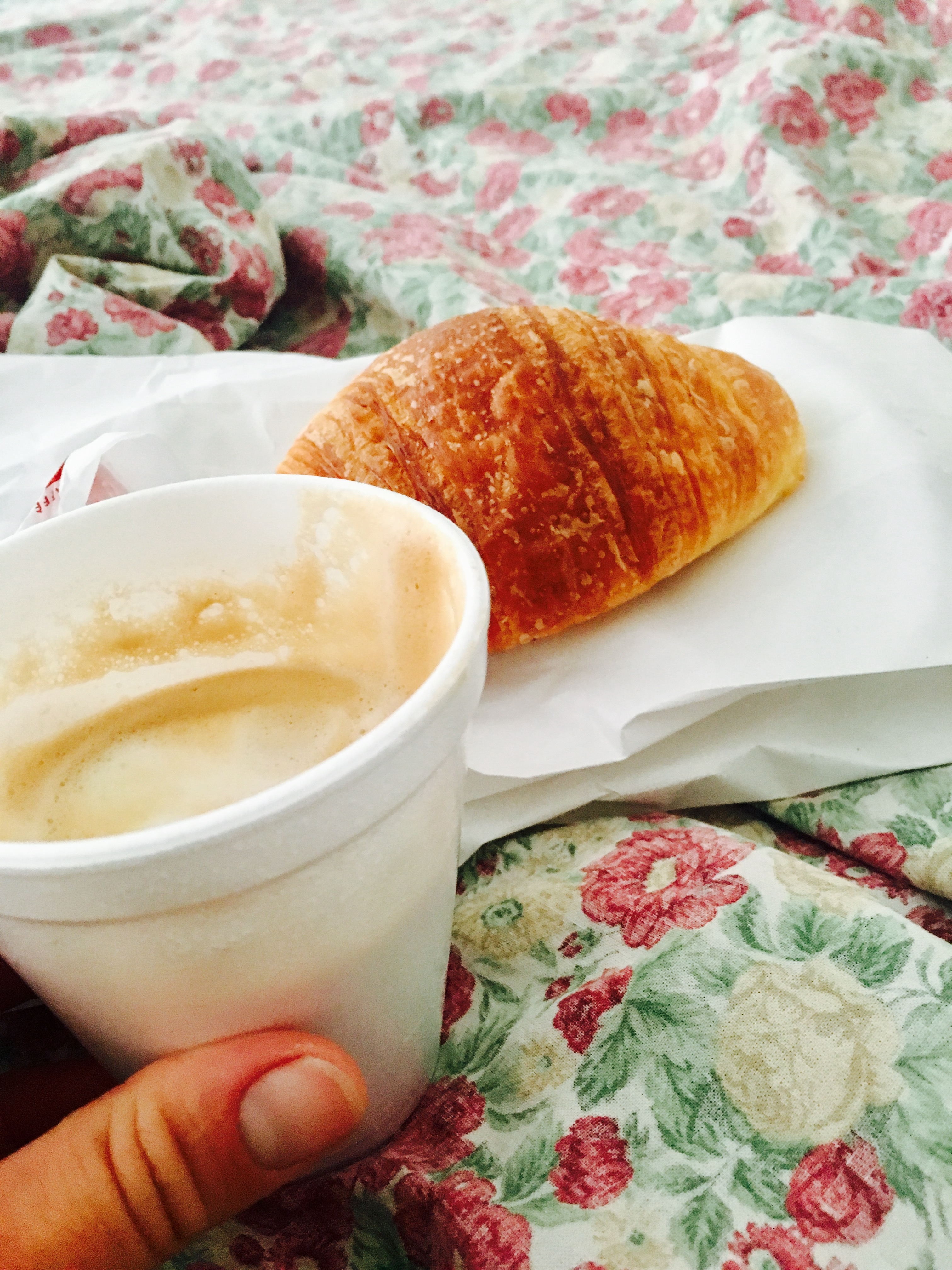 coffee-and-crossiants